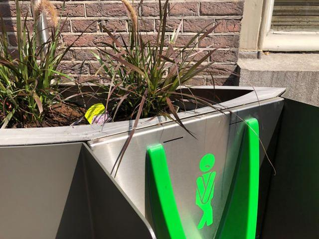 The Dutch Capital Perfectly Solves The Stubborn Wild Urine Disease And Street Plant Pot Shaped Urinals Kill Two Birds With One Stone Yqqlm