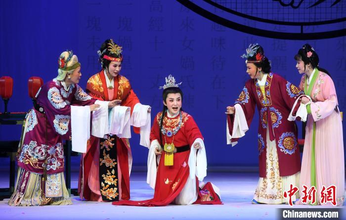 "Yue Opera ""Dream of Red Mansions"" Performed in Fuzhou"