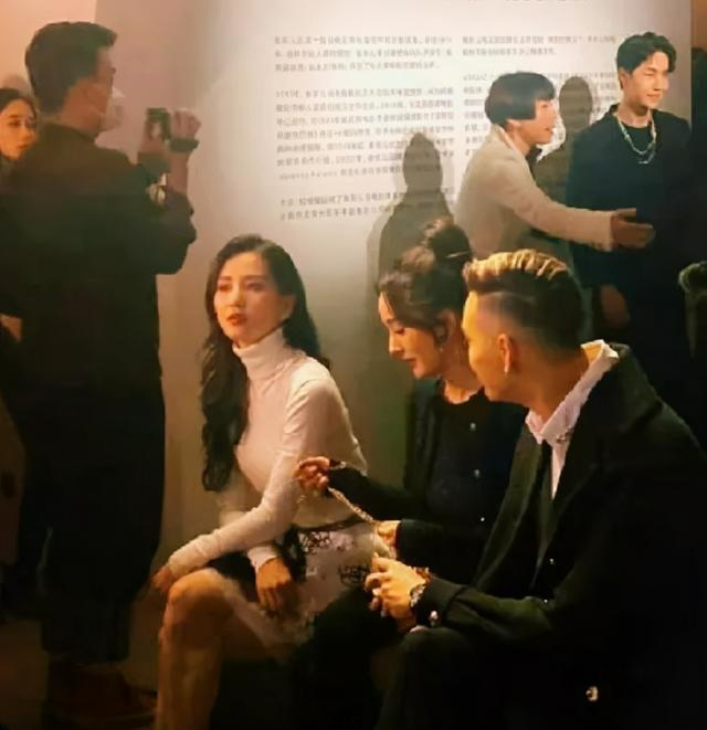 getInterUrl?uicrIvZQ=f46dc43a8892f14d332e3c93ed9c5cca - Stars attend the fashion ceremony:Yang Mi's forehead grabs the spotlight, Song Qian is out of place, Liu Shishi's aura is too strong