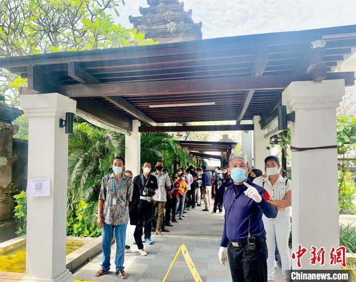 Tourists in Bali, Indonesia vaccinated against China (photos)(1)