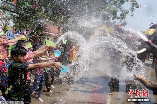 "56 people were killed in a traffic accident in the first two days of the ""Dangerous Seven Days"" of Songkran Festival in Thailand"