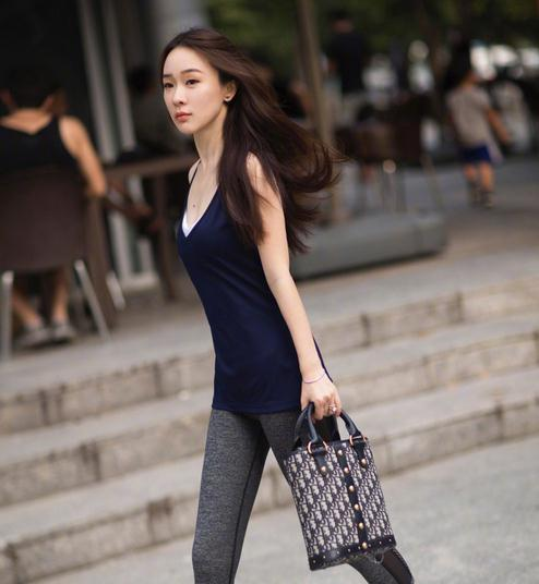 getInterUrl?uicrIvZQ=fda22493257b2680e39f677301122e9f - How can a female celebrity have a good figure? Then it depends on whether she dare to wear stretch pants?
